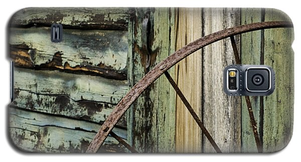 Galaxy S5 Case featuring the photograph Outside Of An Old Barn by Nancy De Flon