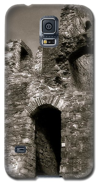 Oystermouth Castle Ruins Detail Galaxy S5 Case by John Colley