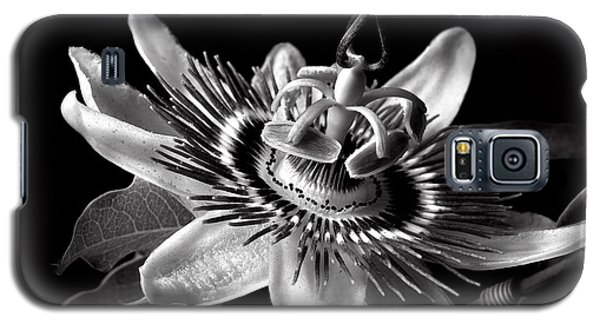 Passion Flower In Black And White Galaxy S5 Case