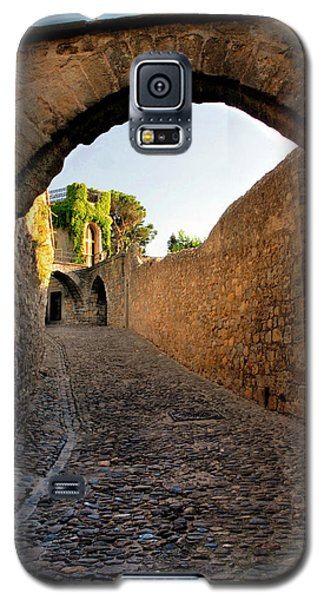 Galaxy S5 Case featuring the photograph Pathway Through Gordes France by Dave Mills