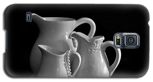 Pitchers By The Window In Black And White Galaxy S5 Case by Sherry Hallemeier