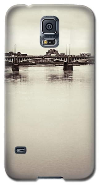 Galaxy S5 Case featuring the photograph Portrait Of A London Bridge by Lenny Carter
