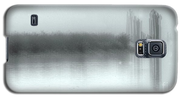 Reflections Through The Fog Galaxy S5 Case by Rod Wiens