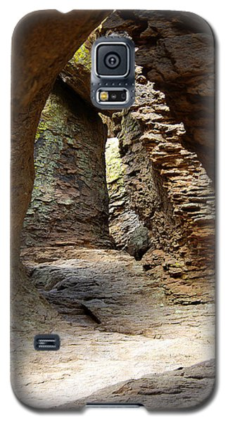 Galaxy S5 Case featuring the photograph Rock Chamber by Vicki Pelham