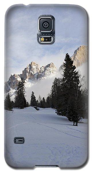 Galaxy S5 Case featuring the photograph Roda Di Vael 2 by Raffaella Lunelli