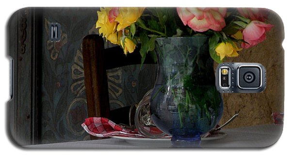 Galaxy S5 Case featuring the photograph Roses In Blue Glass Vase by Lainie Wrightson