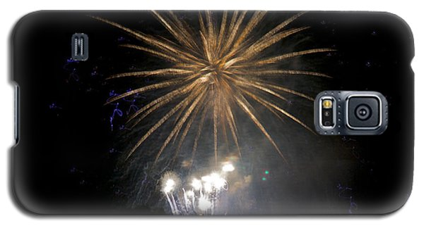 Galaxy S5 Case featuring the photograph Rvr Fireworks 1 by Mark Dodd