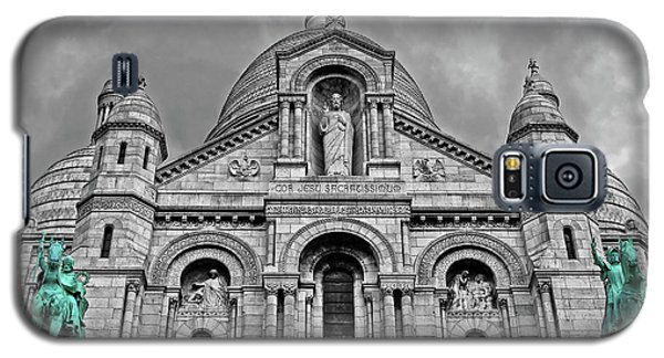 Galaxy S5 Case featuring the photograph Sacre Coeur Montmartre Paris by Dave Mills