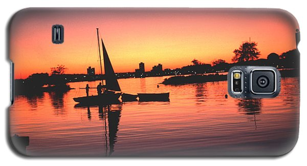 Galaxy S5 Case featuring the photograph Sailing End Of The Day Backbay  Boston by Tom Wurl