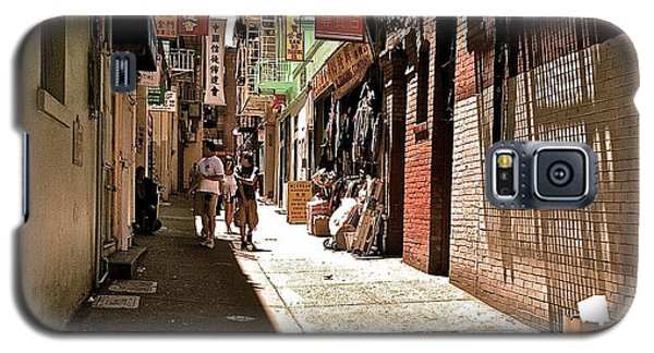 Galaxy S5 Case featuring the photograph San Fran Chinatown Alley by Bill Owen