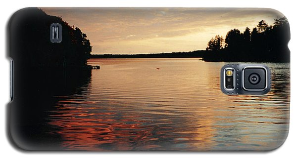 Galaxy S5 Case featuring the photograph Setting Sun by Patricia Hiltz