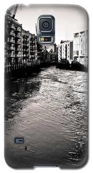 Galaxy S5 Case featuring the photograph Shad Thames Wharf by Lenny Carter