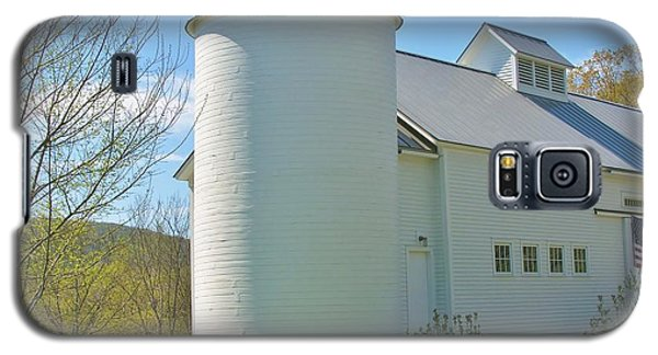 Galaxy S5 Case featuring the photograph Vermont Silo And Barn  by Sherman Perry