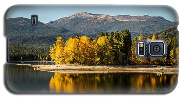 Galaxy S5 Case featuring the photograph Siskiyou Lake by Randy Wood