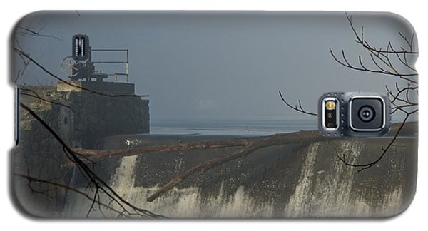 Small Dam In Fog Galaxy S5 Case