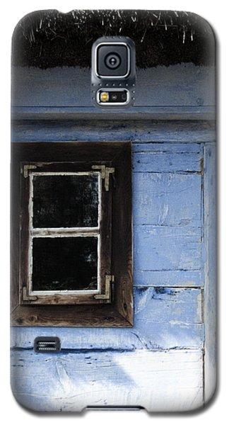 Small Window On Blue Wall Galaxy S5 Case by Agnieszka Kubica