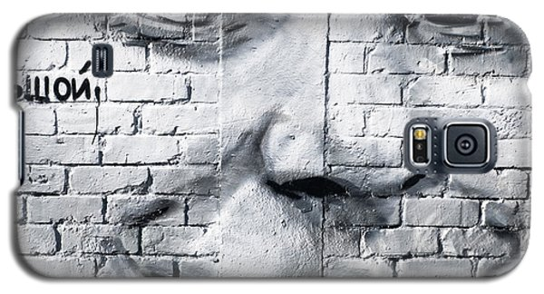 Smiling From The Graffiti Wall Galaxy S5 Case