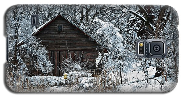 Snow Covered Barn Galaxy S5 Case