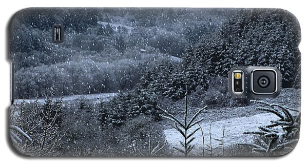 Galaxy S5 Case featuring the photograph Snowfall by Katie Wing Vigil