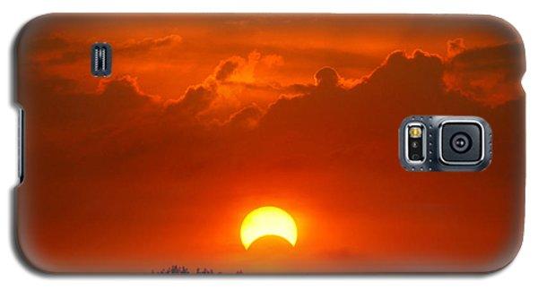 Solar Eclipse Galaxy S5 Case by Bill Pevlor