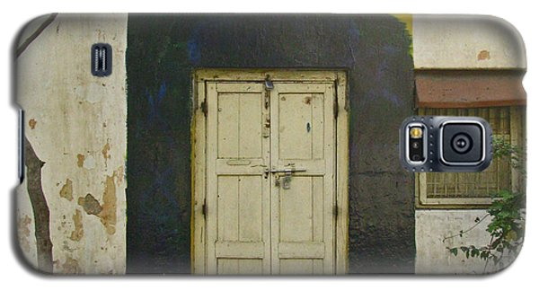 Galaxy S5 Case featuring the photograph Somebody's Door by David Pantuso