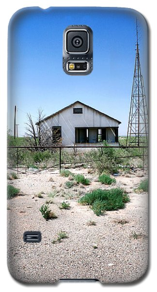 Galaxy S5 Case featuring the photograph Somewhere On The Old Pecos Highway Number 5 by Lon Casler Bixby