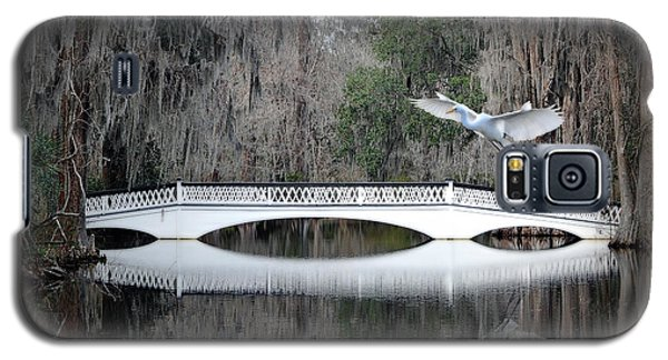Galaxy S5 Case featuring the photograph Southern Plantation Flying Egret by Dan Friend