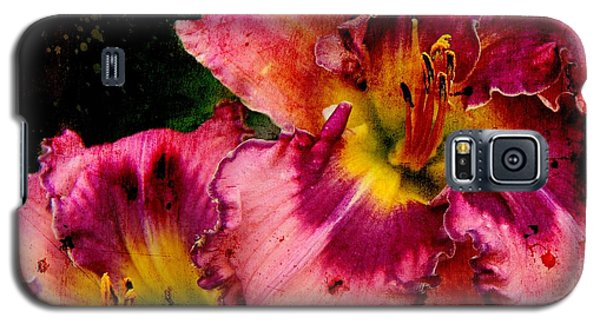 Galaxy S5 Case featuring the photograph Spring Blooms by Davandra Cribbie