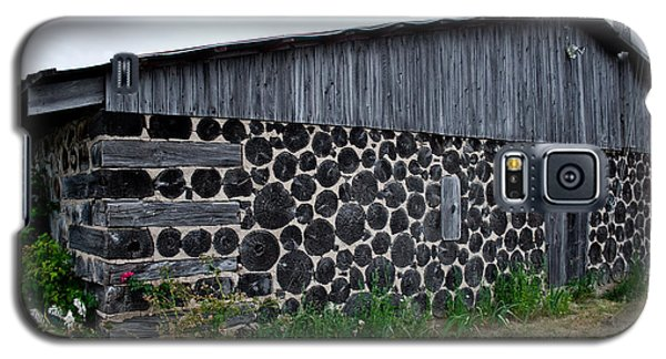 Galaxy S5 Case featuring the photograph Stacked Block Barn by Barbara McMahon