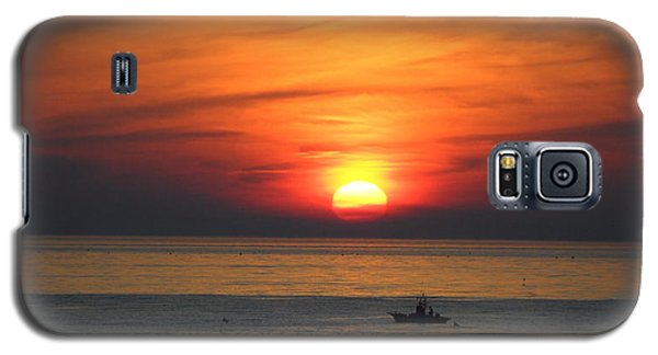 Galaxy S5 Case featuring the photograph Sunrise Over Gyeng-po Sea by Kume Bryant