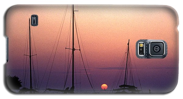 Galaxy S5 Case featuring the photograph Sunset Off Simonton Street 14e by Gerry Gantt