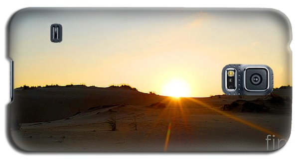 Galaxy S5 Case featuring the photograph Sunset On The Dunes by Linda Mesibov