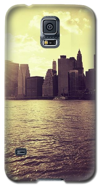 Sunset Over Manhattan Galaxy S5 Case by Vivienne Gucwa