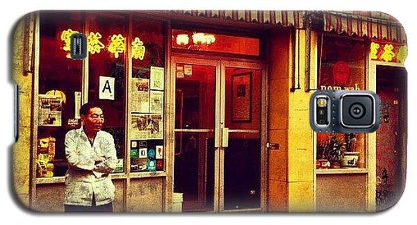 City Galaxy S5 Case - Taking A Break In Chinatown by Luke Kingma