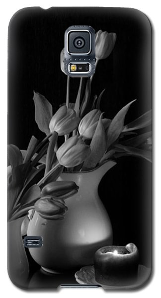 The Beauty Of Tulips In Black And White Galaxy S5 Case