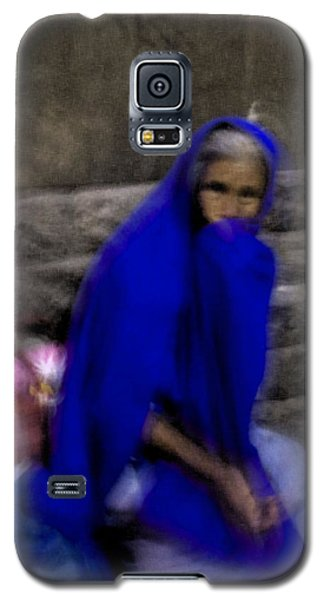 Galaxy S5 Case featuring the photograph The Blue Shawl by Lynn Palmer