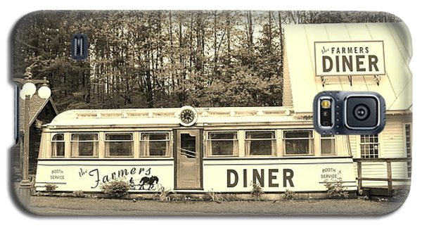 Galaxy S5 Case featuring the photograph The Farmers Diner In Sepia by Sherman Perry