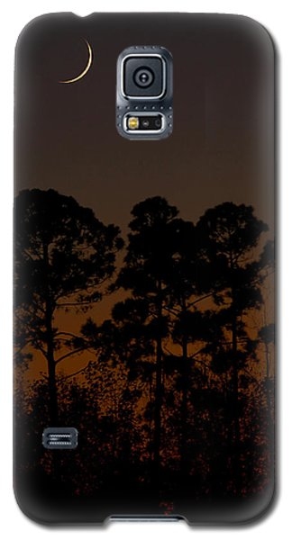 Galaxy S5 Case featuring the photograph The Fingernail Moon by Dan Wells