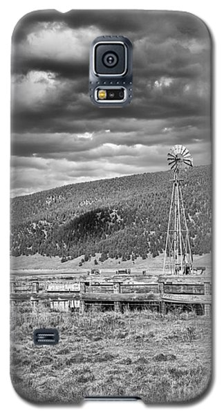 the lonly windmill in B and W Galaxy S5 Case