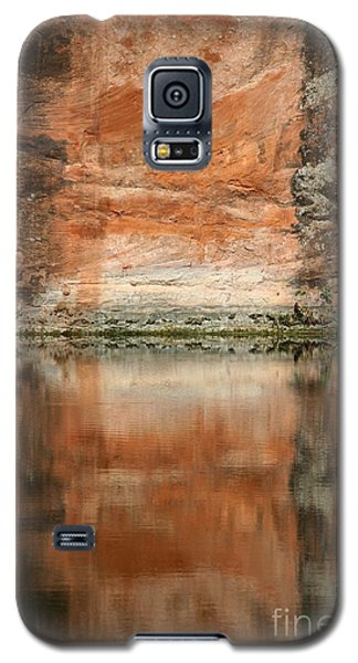 Galaxy S5 Case featuring the photograph The Reflecting Wall by Nola Lee Kelsey
