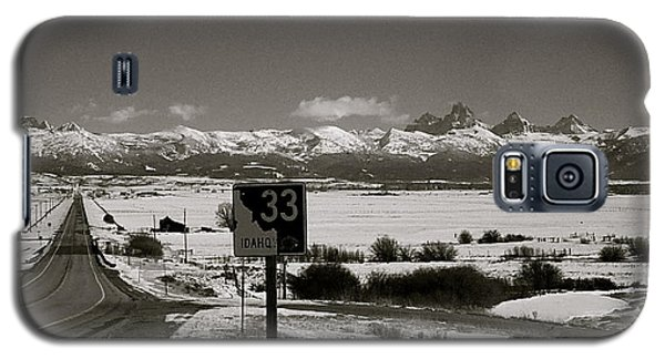Galaxy S5 Case featuring the photograph The Road Home by Eric Tressler