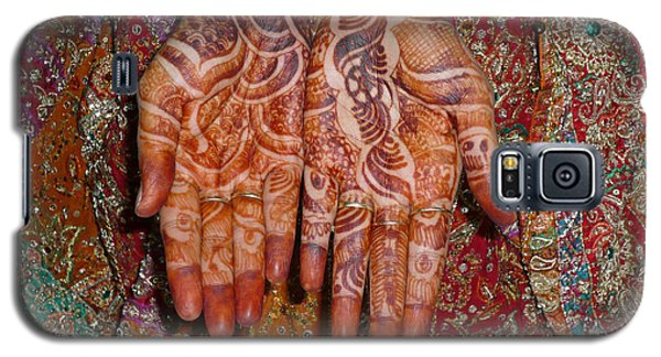 The Wonderfully Decorated Hands And Clothes Of An Indian Bride Galaxy S5 Case