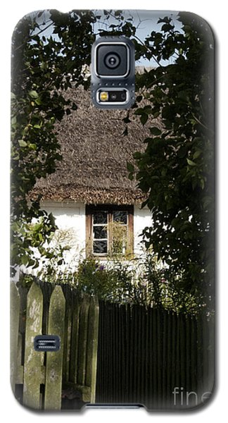 Galaxy S5 Case featuring the photograph Through The Bushes To The Window by Agnieszka Kubica