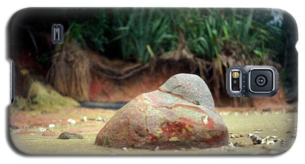 Galaxy S5 Case featuring the photograph Tinopai Beach Rock by Mark Dodd