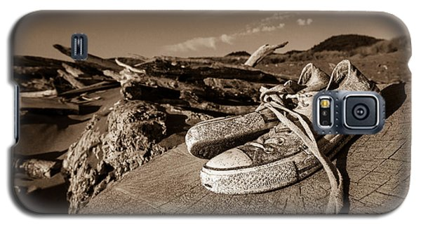 Galaxy S5 Case featuring the photograph Toes In The Sand by Randy Wood