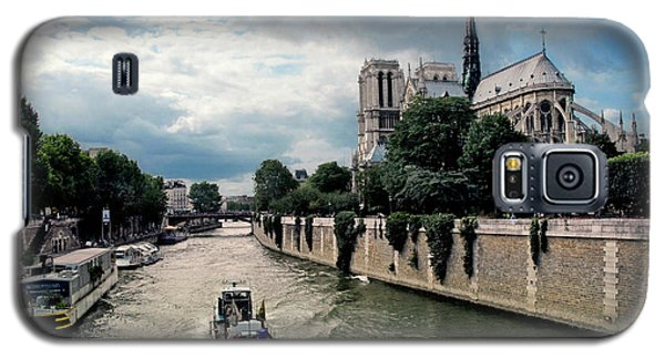 Galaxy S5 Case featuring the photograph Tour Boat Passing Notre Dame by Dave Mills