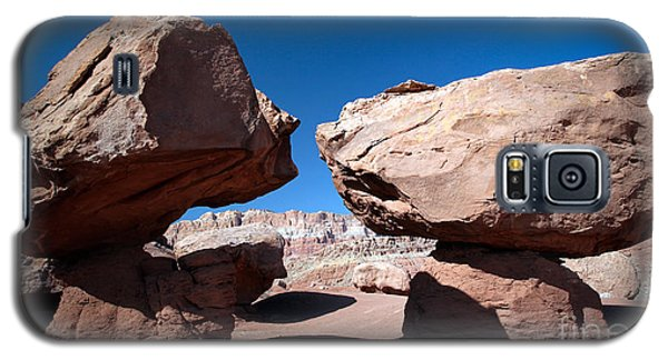 Two Balancing Boulders In The Desert Galaxy S5 Case by Karen Lee Ensley