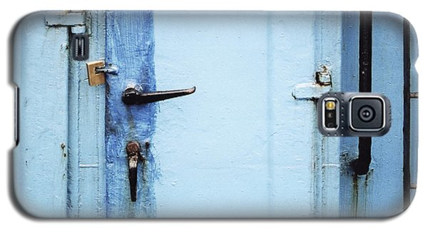 Two Handles And A Padlock Galaxy S5 Case by Agnieszka Kubica