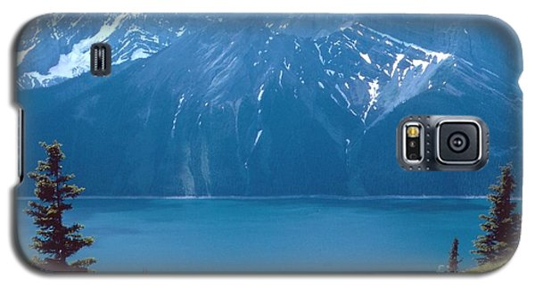 Galaxy S5 Case featuring the photograph Upper Kananaskis Lake by Jim Sauchyn