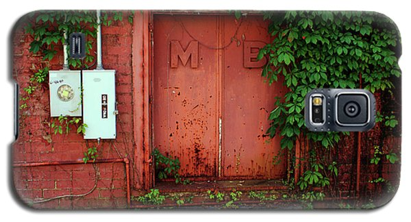 Galaxy S5 Case featuring the photograph Vines Block The Door by Paul Mashburn